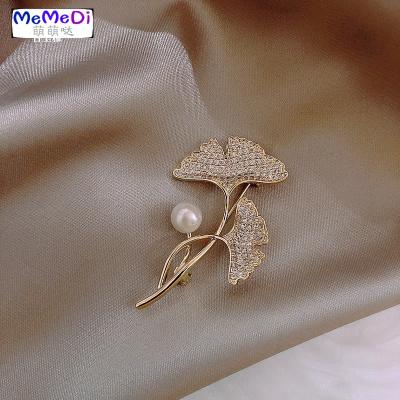 高檔胸針女銀杏葉珍珠別針固定服ins潮個性巾扣領口防走光扣
