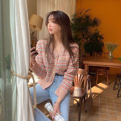 佐歐雅2020秋款韓國女裝裝飾扣配色格紋V領開襟衫精致小香風