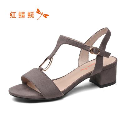 紅蜻蜓涼鞋女夏款粗跟魚嘴鞋女丁字扣金屬裝飾時裝中跟時尚工作鞋
