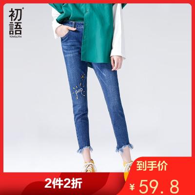 初语2019春季新品 猫须字母刺绣毛边裤脚牛仔裤